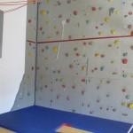 Kletterwand auf dem Dachboden
